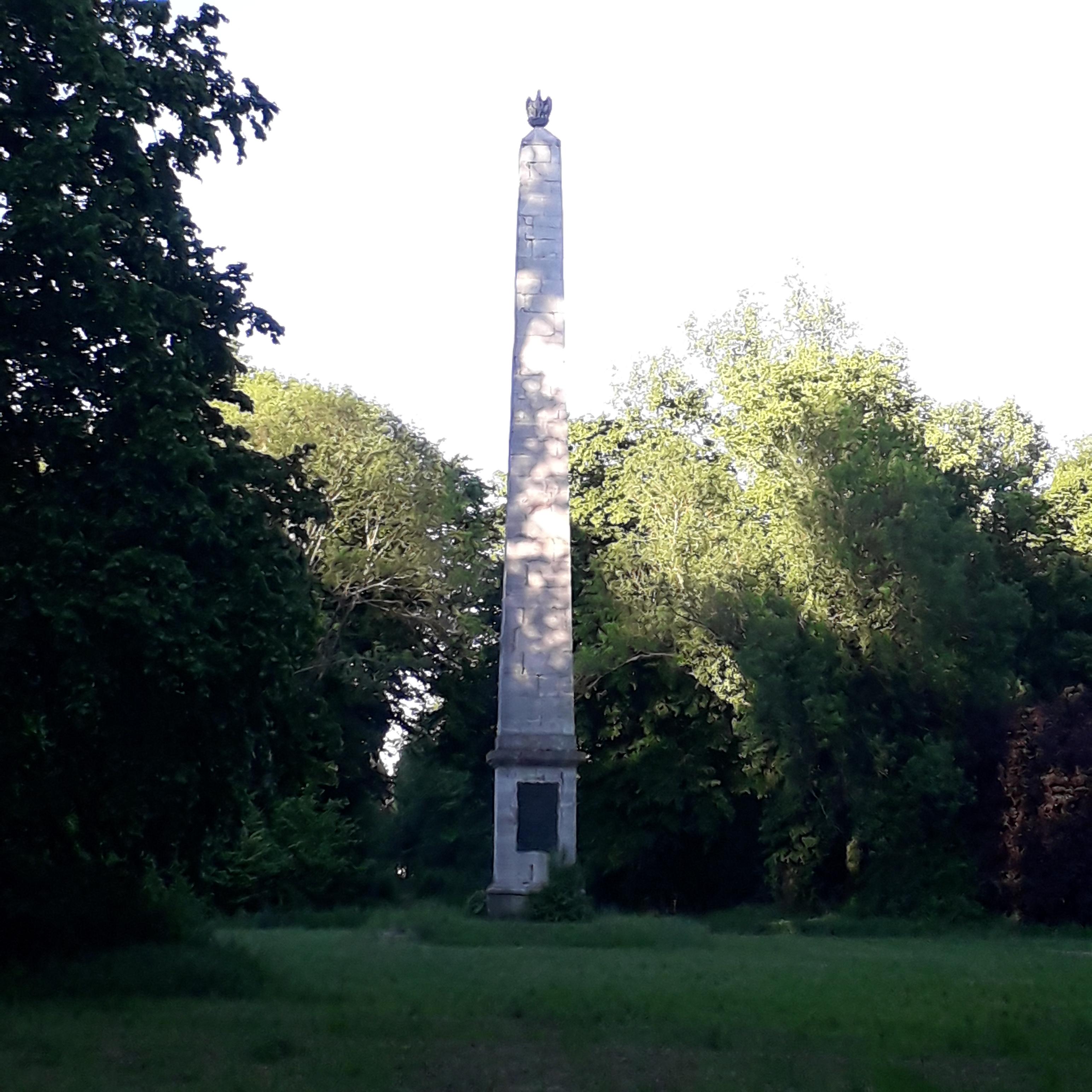 Obeliszk a körmendi Várkertben